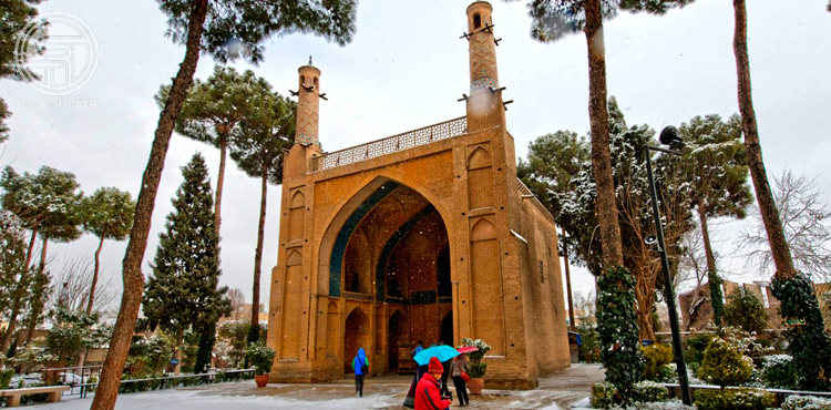 Menar Jonban in Isfahan