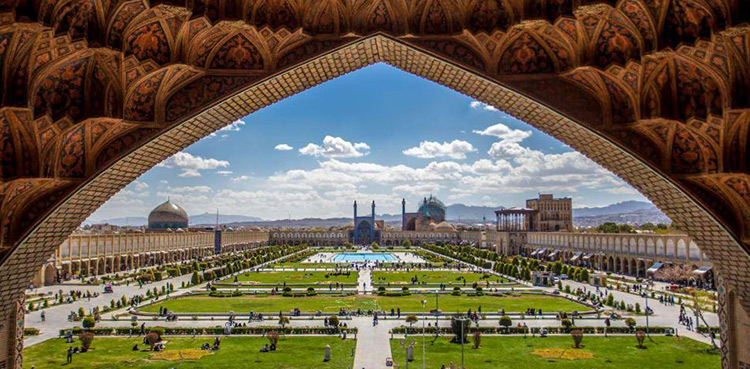 Read this article before visiting Naqsh-e Jahan square!